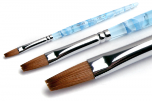 Плоская кисть - незаменимый инструмент в дизайне ногтей