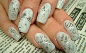 Газетный маникюр - еще один модный тренд 2012