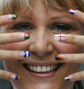 Флаги на ногтях – маникюр в стиле ЕВРО 2012