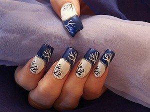 Дизайн ногтей френч с синим рисунком фото