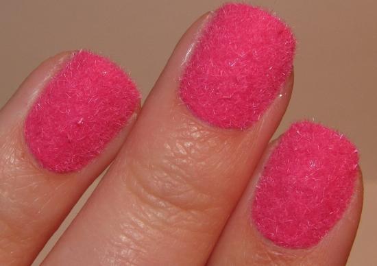 Маленькие ногти с розовым лаком