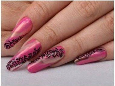 Розовый дизайн с орнаментом для длинных ногтей