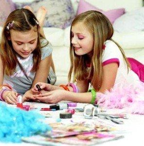 Каким должен быть маникюр для подростков?