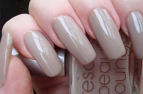 Бежевый дизайн ногтей
