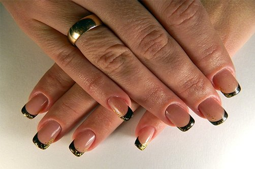 черно-золотые ногти фото. dizain-nogtej-chernij-s-zolotom-3. ногти дизайн фото золото.  Стиль.