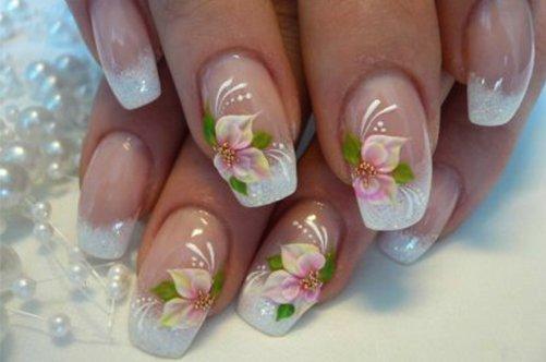 Дизайн ногтей: френч с цветами