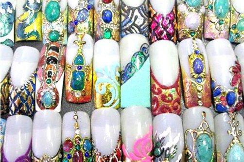 Сегодня мы рассмотрим дизайн ногтей жидкие камни, который позволяет сделать ногти идеальными и роскошными.