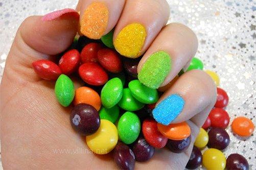 простой и яркий дизайн ногтей на последний звонок фото