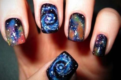 дизайн коротких ногтей космос фото