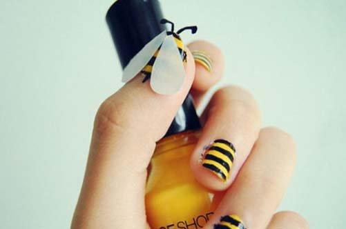 дизайн коротких ногтей пчелка фото