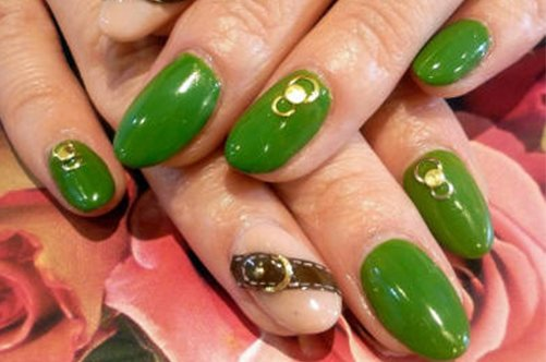 зеленый дизайн миндалевидных ногтей фото