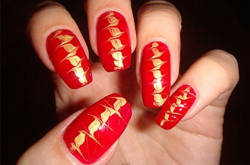 красно-золотой дизайн ногтей иголкой фото