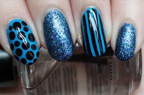 голубой дизайн ногтей на выпускной фото