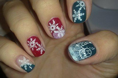 дизайн коротких ногтей со снежинками фото