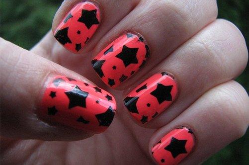 веселый дизайн коротких ногтей со звездами фото