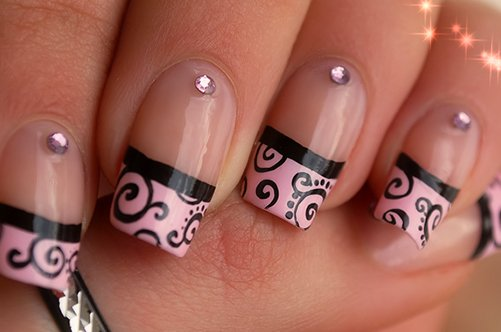 фото дизайна квадратных ногтей французский маникюр со стразами
