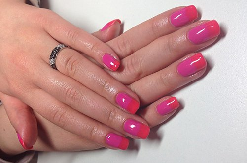 дизайн ногтей розовый: