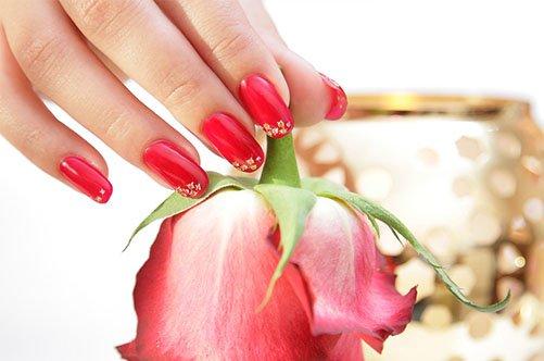 красный дизайн ногтей шилаком фото