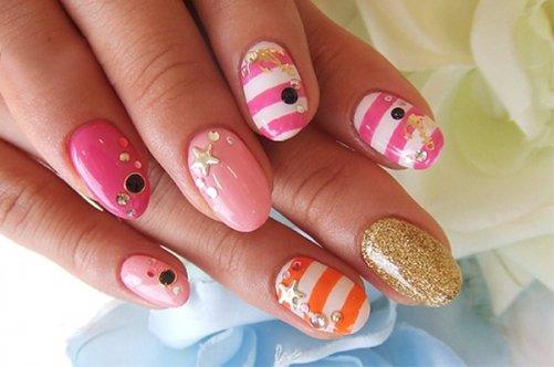 фото морского дизайна ногтей в розовых тонах