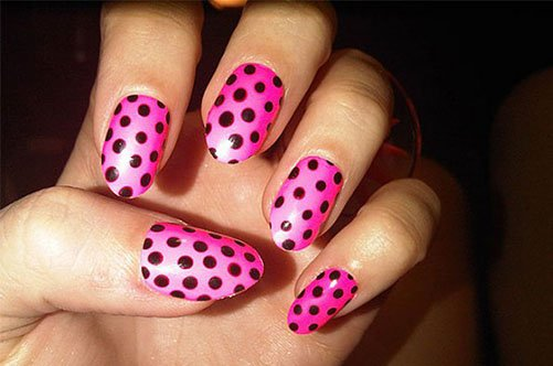 яркий дизайн ногтей в горох фото