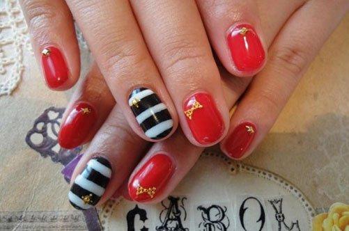 яркий летний морской дизайн ногтей фото