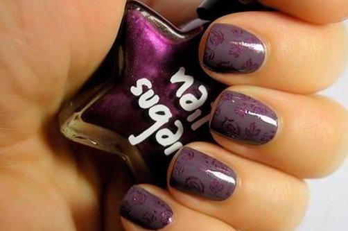 лиловый дизайн ногтей иголкой фото