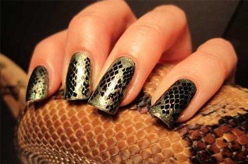 модный змеиный дизайн ногтей фото