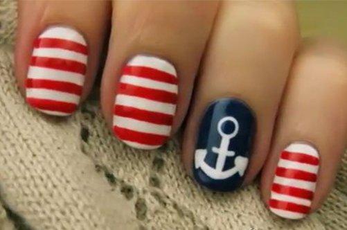 красно-синий морской дизайн ногтей фото