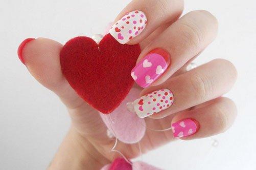 нежный дизайн ногтей с сердечками фото