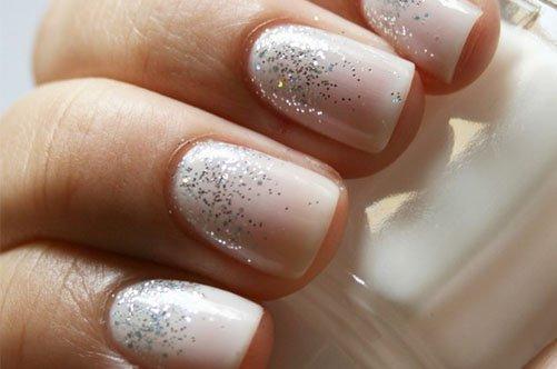 нежный дизайн ногтей с блестками фото