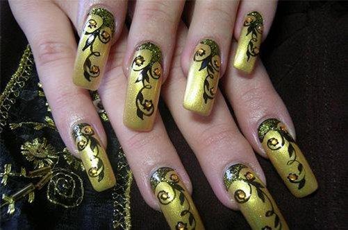 шикарный золотой дизайн ногтей фото