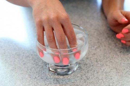 Как ровно накрасить ногти