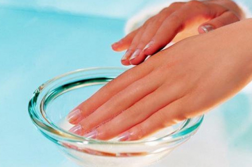 Чем можно в домашних условиях отбелить ногти