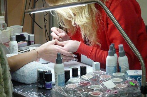 Чем отличается наращивание ногтей от гель лака