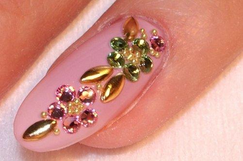 дизайн ногтей с камнями: